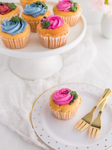 Hokkaido Cupcakes with KitchenAid Sifter + Scale3